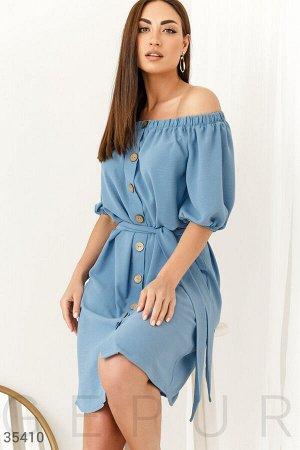 Голубое платье-мини с открытой линией плеча