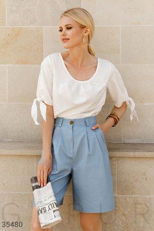 Голубые шорты в стиле oversize