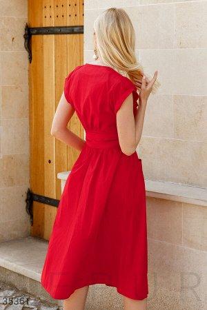 Красное платье с имитацией запа́х