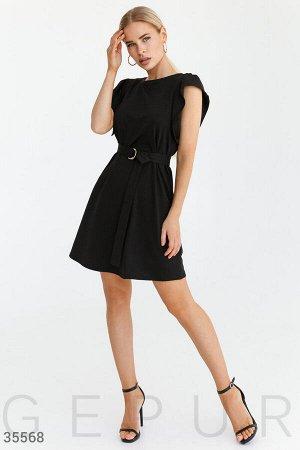 Маленькое черное платье с поясом