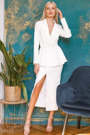 Деловой костюм базового белого цвета