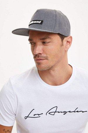 шапка Размеры модели: рост: 1,89 грудь: 100 талия: 81 бедра: 97 Надет размер: STD  Полиэстер 100%
