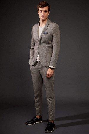 брюки Размеры модели: рост: 1,88 грудь: 96 талия: 77 бедра: 96 Надет размер: размер 32 - рост 32  Вискоз 25%, Полиэстер 70%,Elastan 5%
