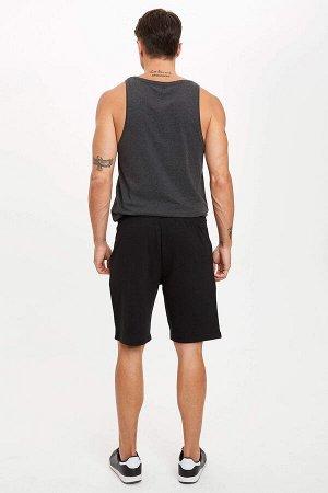 шорты Размеры модели: рост: 1,82 грудь: 98 талия: 81 бедра: 96 Надет размер: M  Хлопок 50%, Полиэстер 50%