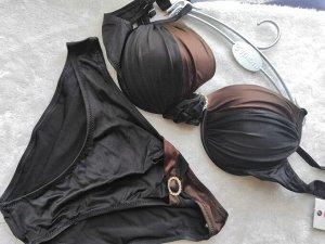 Купальник Коричневый  с черным. Брошь на лифе и трусиках. Поролон, косточка.