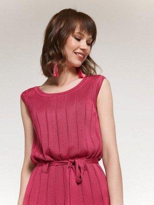 Платье цвета фуксии вязаное без рукавов с поясом