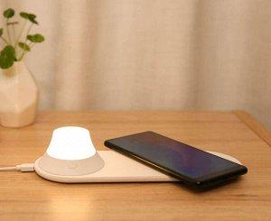 Лампа Xiaomi Yeelight с беспроводной зарядкой