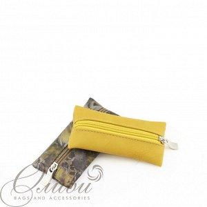 Ключница Компактная ключница удобной  формы. Эргономичная конструкция позволяет быстро извлечь ключи. Внутри располагается карабин-держатель для крепления связки ключей. Закрывается на молнию. Изделие