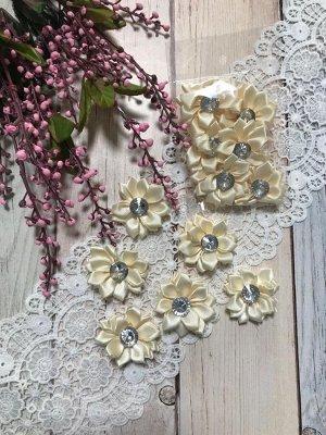 Цветочек атласный кремовый со стразиком 4см набор 6шт