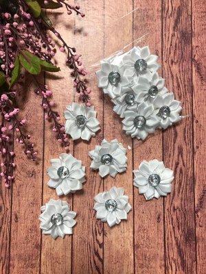 Цветочек атласный белый со стразиком 4см набор 6шт