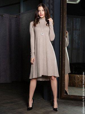 Платье Фантастическое, летящее платье из натуральной ткани. Чуть асимметричный подол вносит ненавязчивую изюминку в образ. Удобный длинный рукав и комфортный ворот-стоечка, вот что поможет почувствова