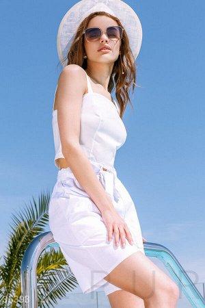 Белые шорты в стиле oversize