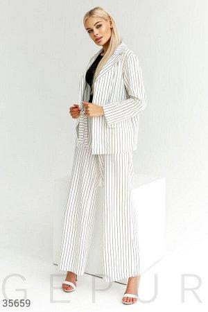 Льняной деловой костюм в полоску