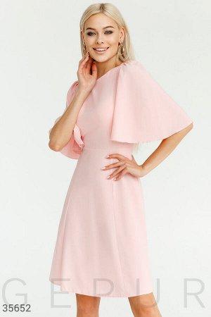 Нежное платье пастельного розового оттенка