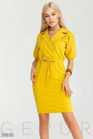 Платье-футляр насыщенного горчичного оттенка