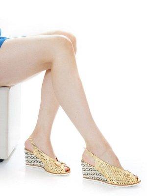 Босоножки Страна производитель: Турция Размер женской обуви x: 36 Полнота обуви: Тип «F» или «Fx» Вид обуви: Босоножки Материал верха: Натуральная кожа Материал подкладки: Натуральная кожа Каблук/Подо