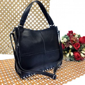 Вместительная сумка Inter_Suare формата А4 из натуральной кожи чёрного цвета.