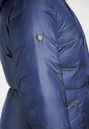 2030 синий Длинное зимнее пальто приталенного силуэта, слегка расклешенное к низу. Подрез по талии с тонким пояском – кулиской. Наклонные карманы на молнии.Капюшон на шнурке- кулиске. Цент