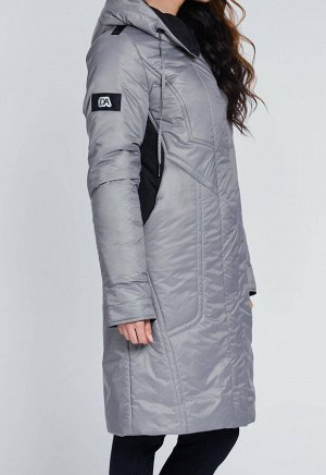 1968 серый Утепленное весеннее пальто из комбинированной плащевой ткани, украшенное декоративными строчками. Застежка на молнию и потайные кнопки. Удобный капюшон и практичная длина до колена защитят&