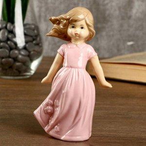 "Сувенир керамика ""Девочка в нежно-розовом платье на ветру"" 10х5х8 см"
