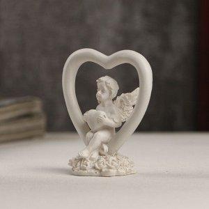 """Сувенир полистоун """"Белоснежный ангелочек с сердечком в сердце"""" 6х5,5х3 см"""