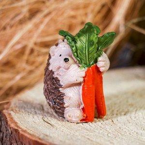 "Сувенир полистоун ""Ёжик с морковкой"" 6х4х3.3 см"