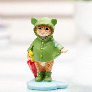 """Сувенир полистоун миниатюра """"Котёнок в дождевике с зонтом"""" 7,5х4,5х5,2 см"""