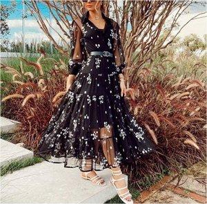 Платье Платье. Материал: Полиэстер. Размер: (бюст, длина см) S (86, 140), M (90, 142), L (94, 144), XL (96, 146).
