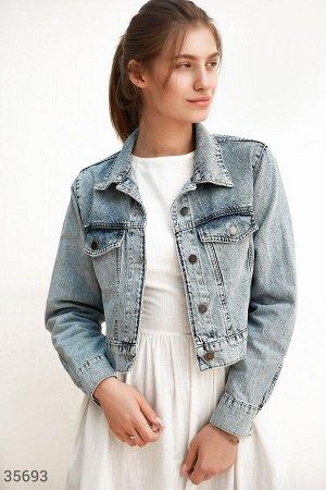 Трендовая укороченная джинсовая куртка