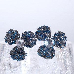 """Серьги со стразами  """"Цветочки"""" шанталь, цвет сине-серый в серебре"""