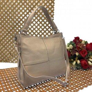 Вместительная сумка Inter_Suare формата А4 из натуральной кожи телесного цвета.