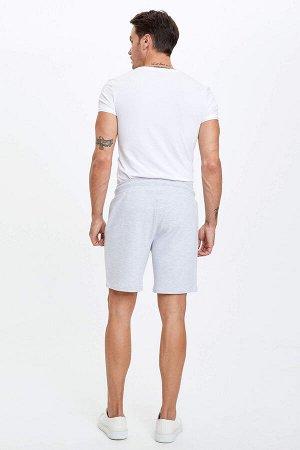 шорты Размеры модели: рост: 1,89 грудь: 100 талия: 81 бедра: 97 Надет размер: M  Полиэстер 33%, Хлопок 67%