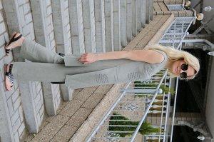 Костюм Костюм Azzara 669  Состав: Вискоза-100%; Сезон: Лето Рост: 170  Комплект женский, состоит из брюк и туники. Туника прямого силуэта с разрезами по боковым швам от талии до низа изделия, вырез г