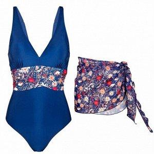 Комплект женской одежды: купальник, парео