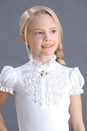 Блузка PLUS SIZE Ткань: Кашкорсе тонкое Состав: 95%хлопок, 5%эластан Трикотажная блузка с короткими рукавами для девочки. Кокетка и рукава-фонарики выполнены из блузочного хлопка, украшены рюшами. В