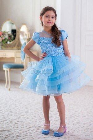 Платье Очень пышное нарядное платье с объемным верхом. Низ платья - сетка и атлас. Платье на хлопковом подкладе. Многослойный подъюбник и бант сзади на поясе. Молния по спинке.