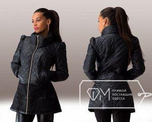 Куртка удлинённая приталенная стёганая на синтепоне с воротником-хомут, буфами и отделкой из гипюра Фабрика Моды 4880