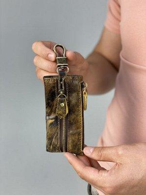 Ключница 💯Ключница выполнена из натуральной кожи.   📸Фотографии выполнены нами, поэтому Вы получите именно ту вещь которую, видите на фото.  ✔️РАЗМЕР: 12/6/1 см.  ЦВЕТ: КОРИЧНЕВЫЙ.   ❗ВАЖНО: автоматич