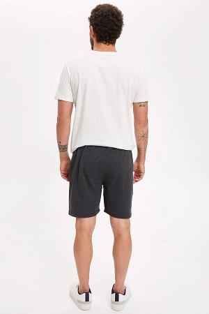 шорты Размеры модели: рост: 1,83 грудь: 98 талия: 82 бедра: 96 Надет размер: M  Полиэстер 50%, Хлопок 50%
