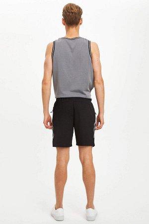шорты Размеры модели: рост: 1,89 грудь: 95 талия: 82 бедра: 89 Надет размер: M  Хлопок 55%, Полиэстер 45%