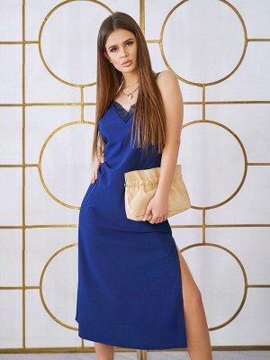 Синее платье в бельевом стиле с кружевом