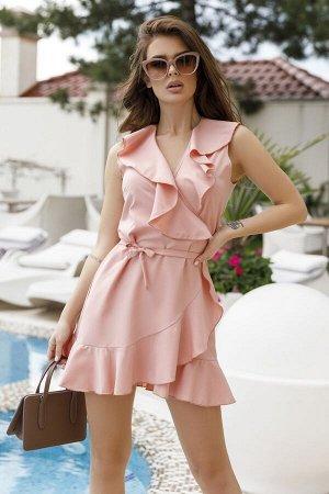 Розовое короткое платье-халат с воланами