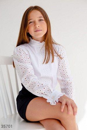 Школьная белая блуза с вышивкой