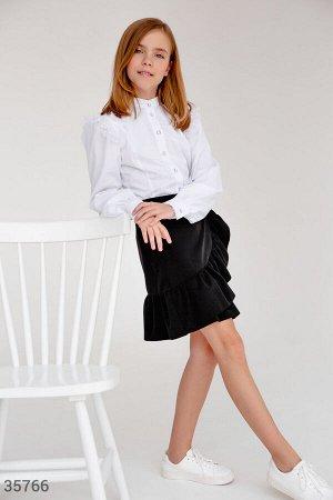 Белая блуза с кружевными оборками