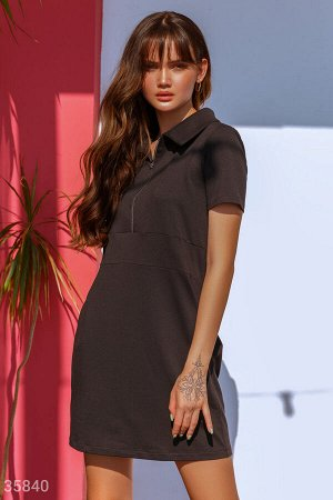 Стильное спортивное платье черного цвета