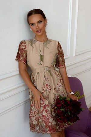 Платье Размер: 42 / 44 / 46 / 48 Шикарное платье из необычного гипюрового полотна. Сзади замок 50 см платье на подкладе