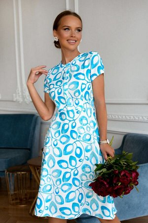 Платье Размер: 44 Летнее легкое платье ! Выглядит по-летнему ярко и свежо, так как сочетание белого с небесно-голубым всегда предподчительней в жаркий период. Приталенный силуэт с отрезной талией и ба