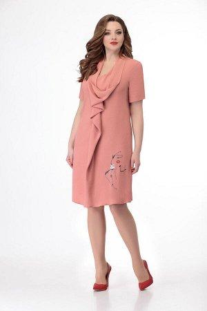 Платье Платье Кокетка и К 743 персик  Состав ткани: Вискоза-63%; ПЭ-33%; Лайкра-3%;  Рост: 164 см.  Платье прямого силуэта слегка расширенно к низу.По переду цельнокроенная складка-валан переходящая