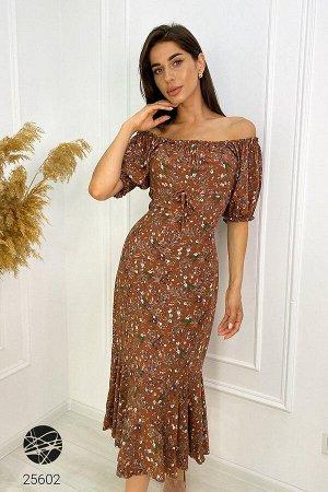 Платье-футляр с открытыми плечами