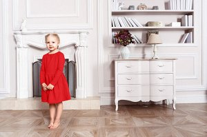 Красное платье с длинным рукавом 6-7